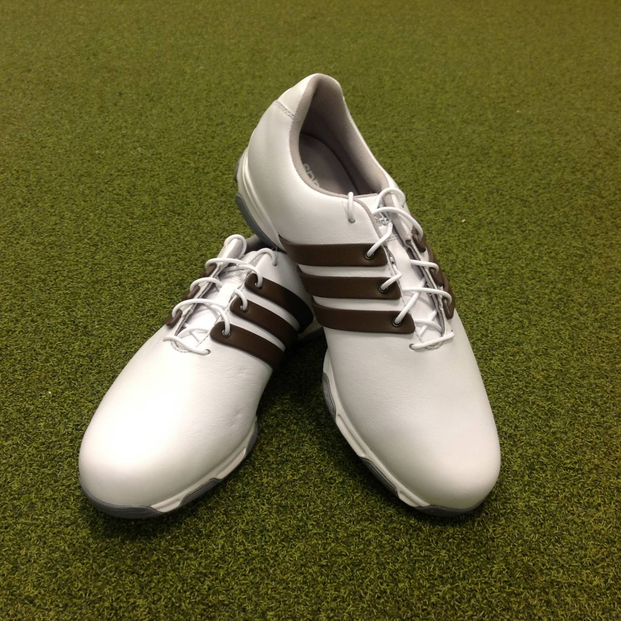 20d72d61fc5b1e NEW Adidas Adipure Traxion Golf Shoes - UK Size 8.5 (Wide) - US 9 ...